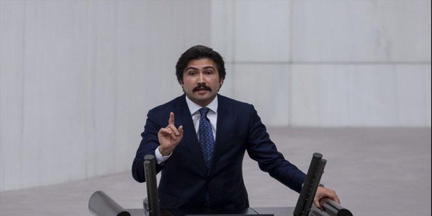 AK Partili vekilin Fransızca konuşması alkış aldı