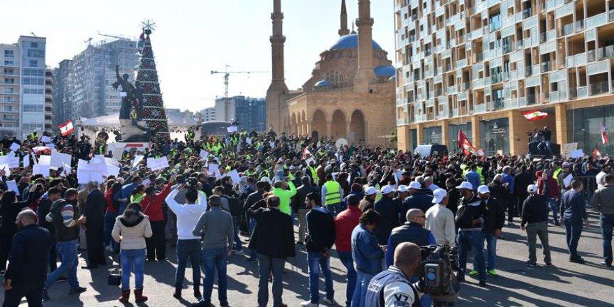 Lübnan'da 'sarı yelekliler' gösteri düzenledi