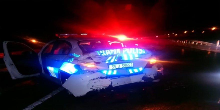 Tır polis aracına çarptı: 2 polis yaralı
