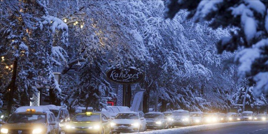 Başkentte kar yağışı sabaha kadar etkili oldu