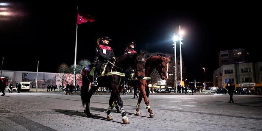 Atlı polisler Taksim'de ilk görevlerinde