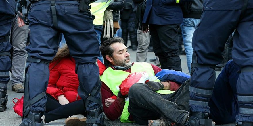 Sarı yeleklilerin gösterilerinde 216 kişi tutuklandı