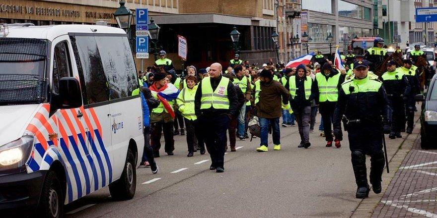 Sarı yeleklilerin hükümet protestosu sürüyor