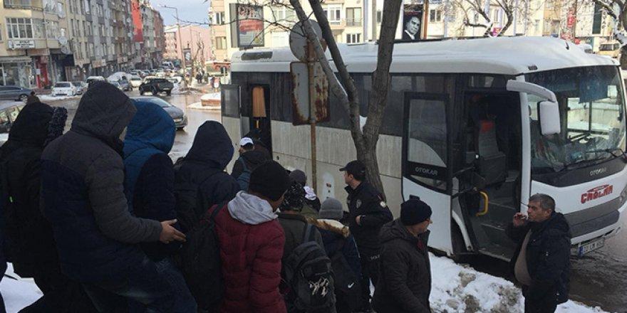 12 kaçak göçmen yakalandı