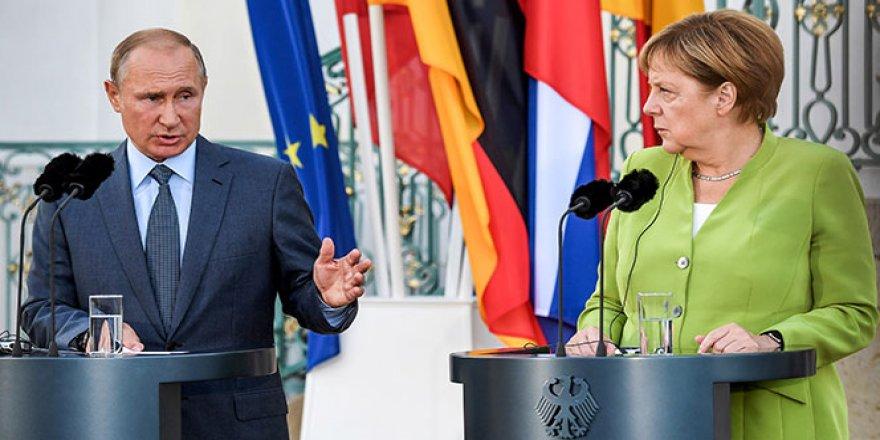 Putin ve Merkel, Suriye konusunu görüştü