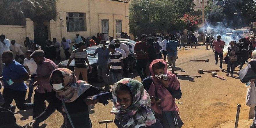 Sudan'da gençlere 'gösterilere katılmayın' çağrısı