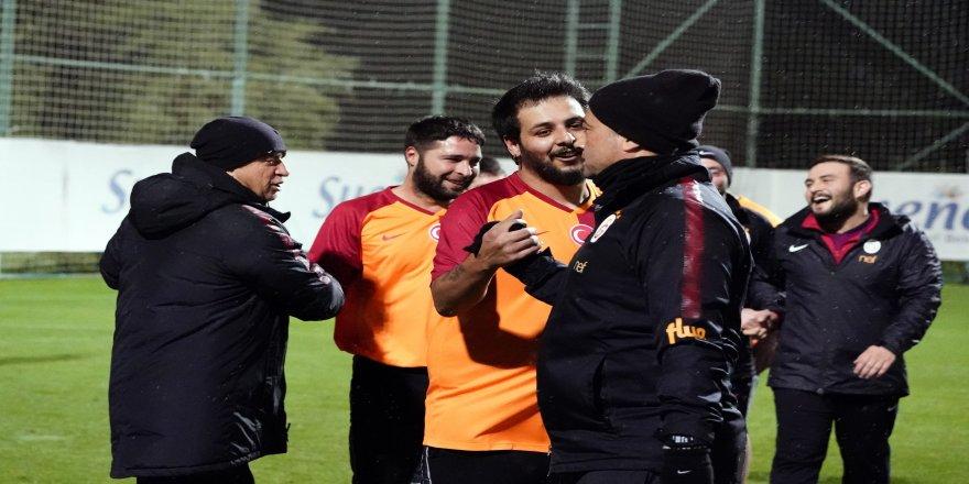 Galatasaray teknik ekibi, muhabirleri mağlup etti