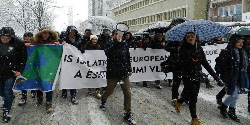 Kosovalılardan Avrupa Birliği'ne vize tepkisi