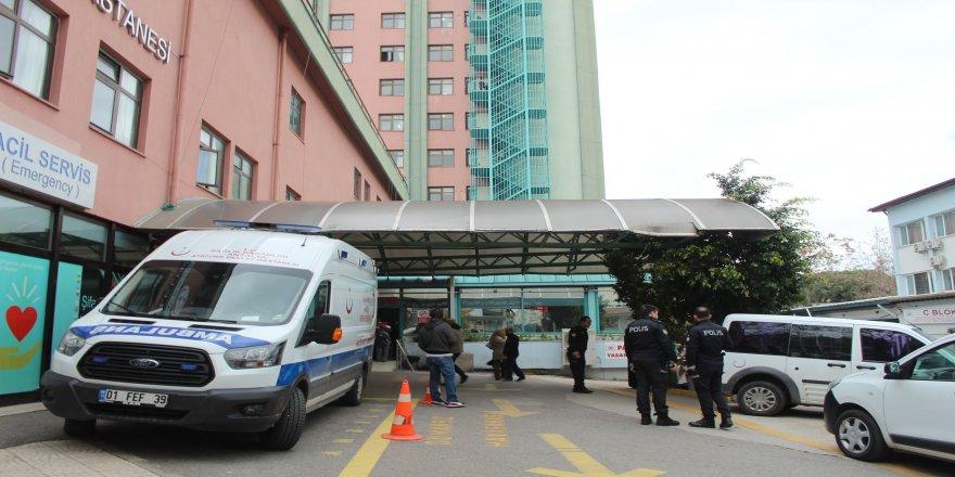 Karın ağrısı şikayetiyle gittiği hastanenin tuvaletinde düşük yaptığı iddiası