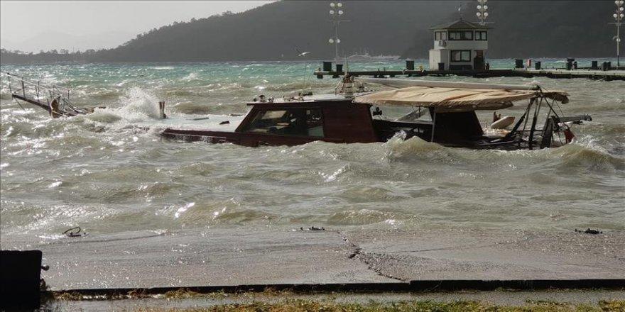 Gezi teknesi battı
