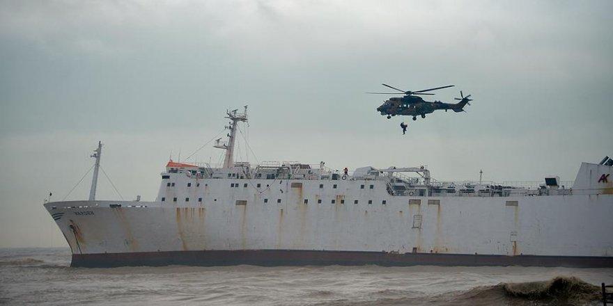 Karaya oturan gemideki 2 kişi kurtarıldı