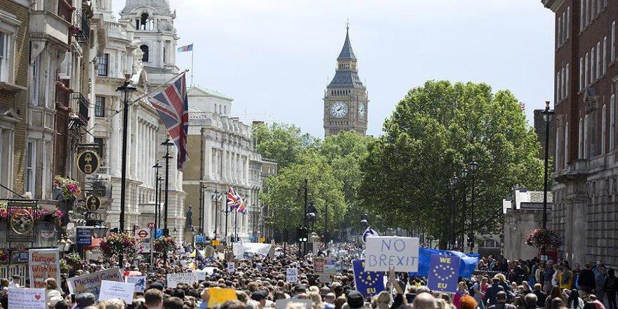 İngiltere'de Brexit kaosu derinleşti