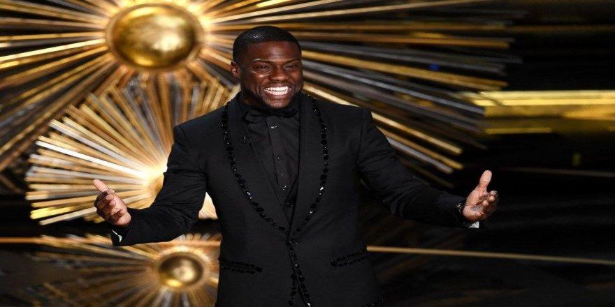Oscar'ı en iyi kim sundu?