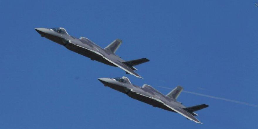 Çin'in J-20 hayalet uçağı 2 kişilik pilot kabinine sahip olacak