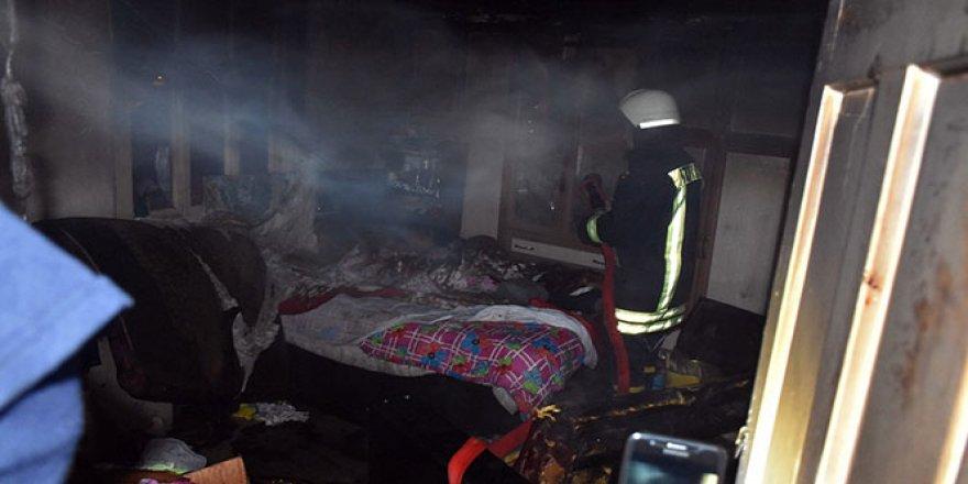 10 kişinin yaşadığı evde yangın