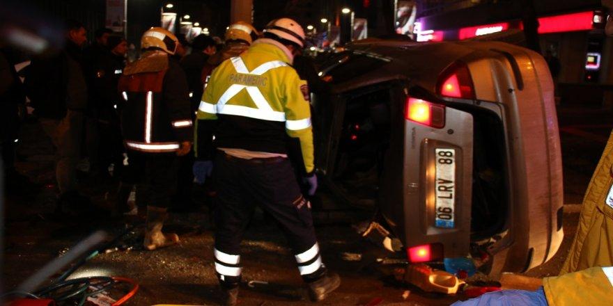 Otomobil takla atıp polis araçlarına çarptı
