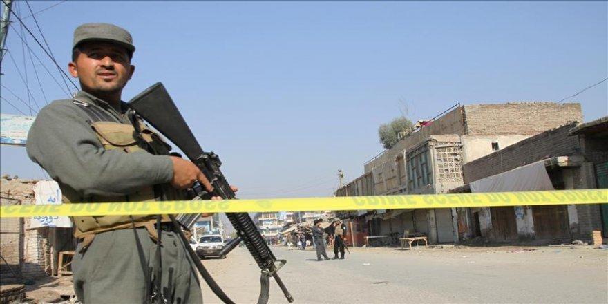 Askeri kampa saldırdı: 12 ölü