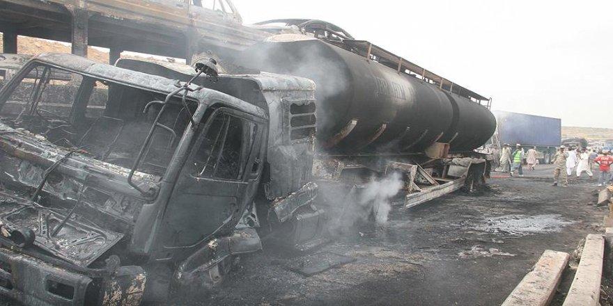 Petrol tankeri ile yolcu otobüsü çarpıştı: 24 ölü