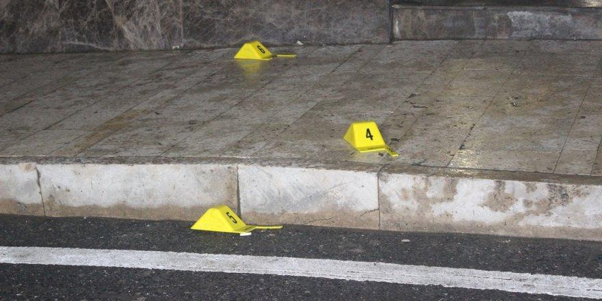 AVM güvenlikçilerine silahlı saldırı