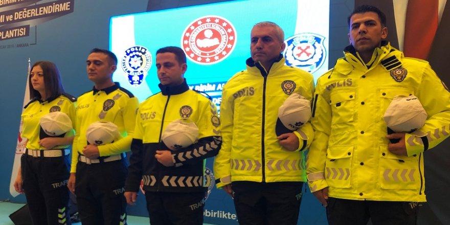 Trafik polislerinin yeni kıyafetleri tanıtıldı