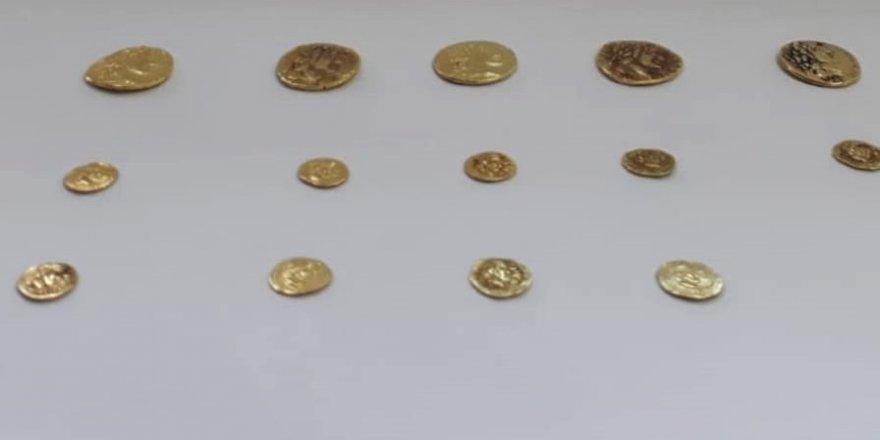 14 altın sikke ele geçirildi