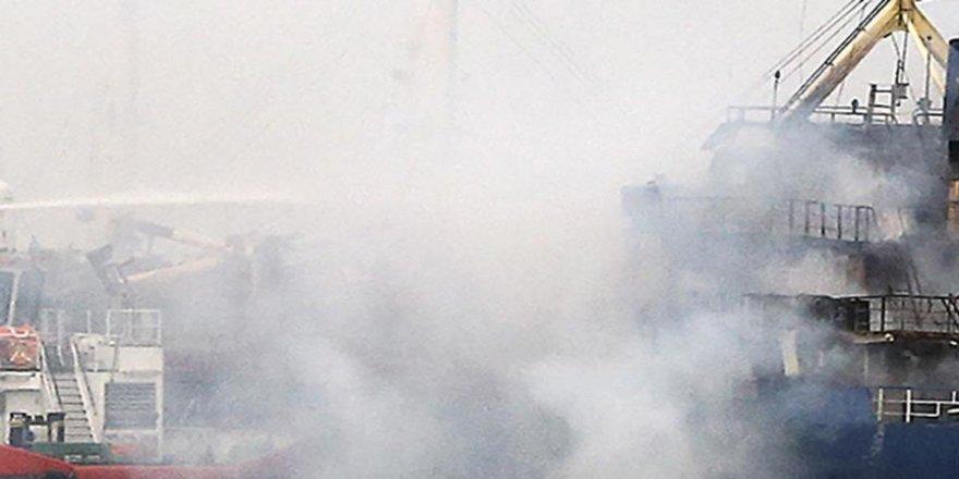 Tuzla tersaneler bölgesinde gemi yangını
