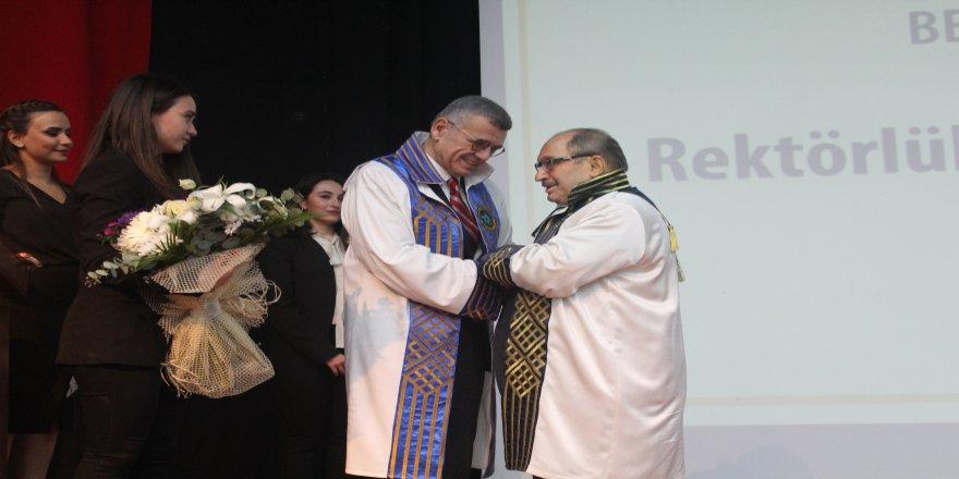 Gözyaşları ile rektörlük devir teslim töreni