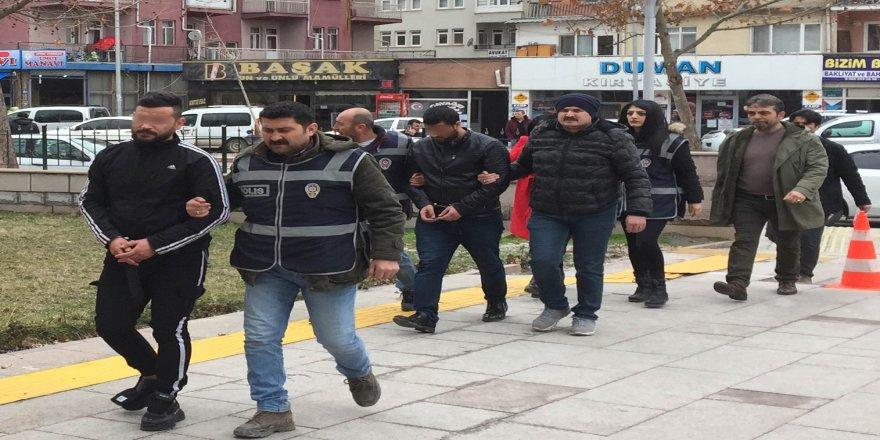 Masaj salonu baskınında 3 şüpheli fuhuştan tutuklandı