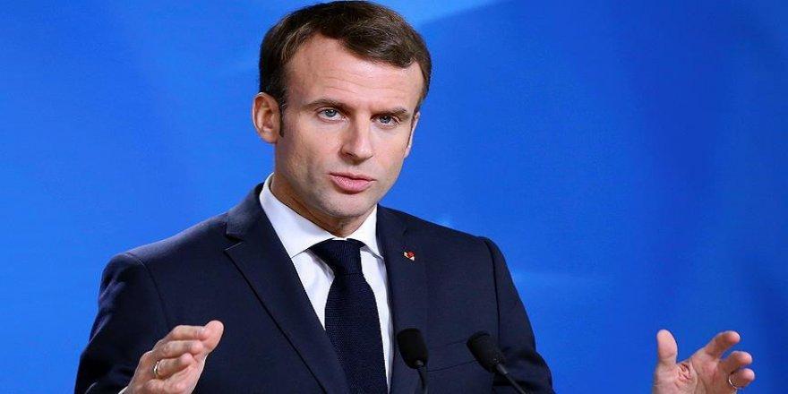 Macron, yurt dışı ziyaretlerini iptal etti