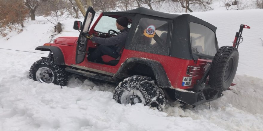 Off road ekibi karda zor anlar yaşadı