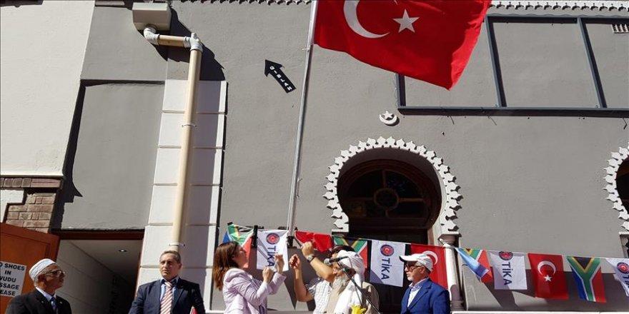 Güney Afrika'daki Osmanlı mirası camiye Türk bayrağı çekildi