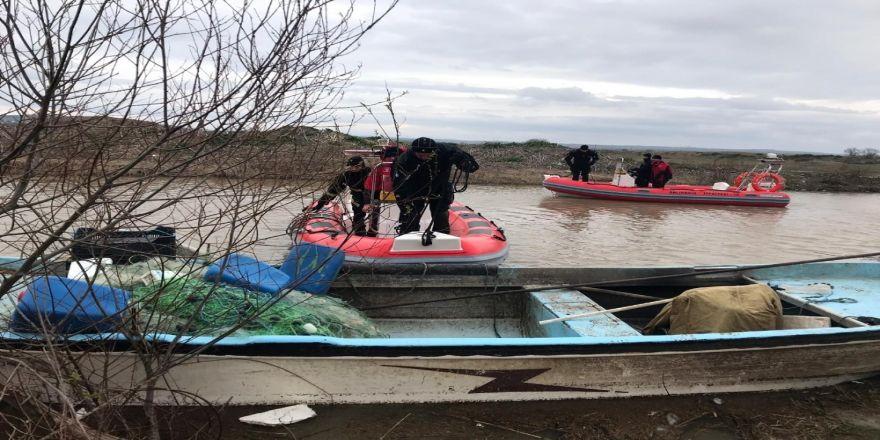 Kayıp balıkçının teknesine ulaşıldı