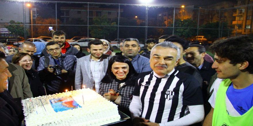 Aydın Büyükşehir Belediye Başkan Adayı Savaş'a sürpriz doğum günü