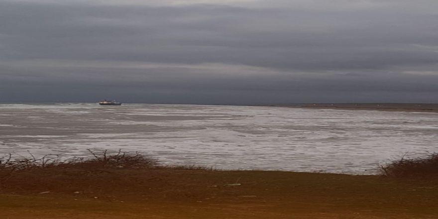 Karadeniz'de kuru yük gemisi karaya oturdu