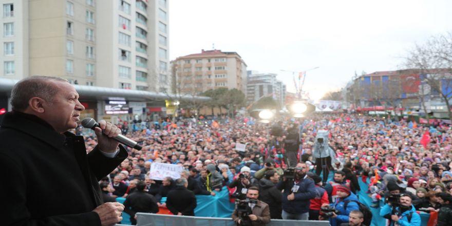 """""""Tek parti döneminin istismarcı siyasetinde direnen CHP var"""""""