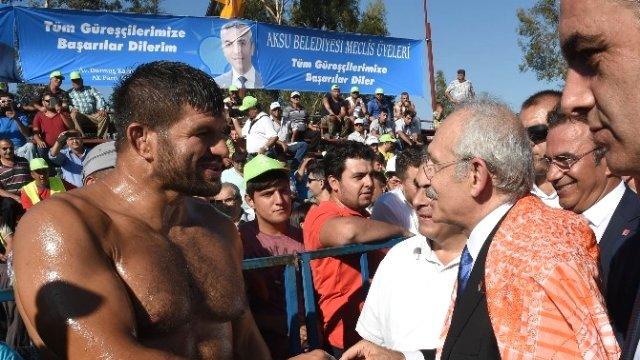 CHP Lideri Kılıçdaroğlu Poşu Taktı Er Meydanına İndi