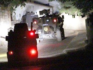 SON DAKİKA!HAİNLER DURMUYOR POLİS ARACINA SALDIRDILAR !