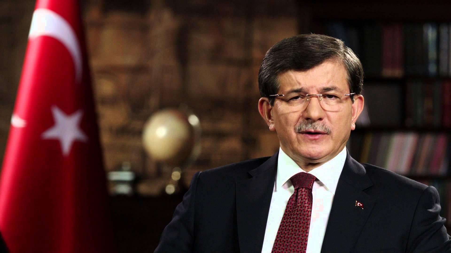 Davutoğlu, Tartışılan Terörist Fotoğrafına Tepki Gösterdi