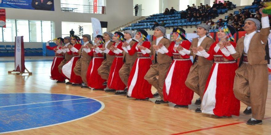 Hakkari'de Kulüpler Arası Halk Oyunları Yarışması