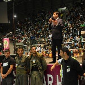 Almanya'da Konuşan Demirtaş'ın Korumaları Dikkat Çekti