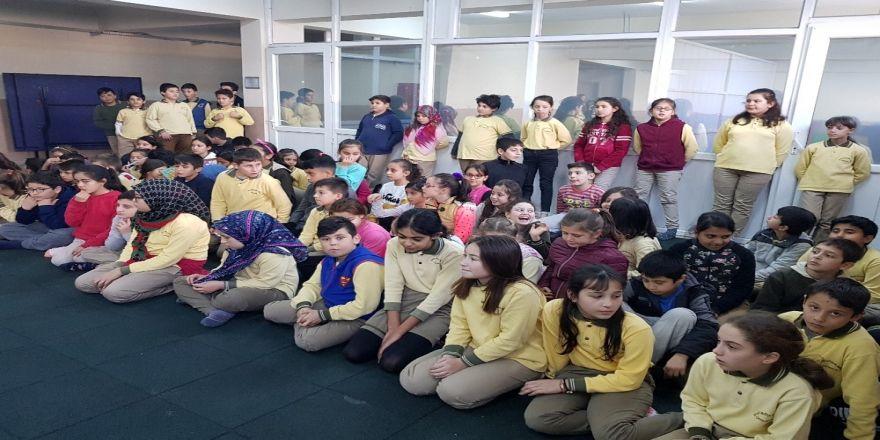 Burhaniye'de Milli Jimnastik Antrenörü Şenol öğrencilerle bir araya geldi