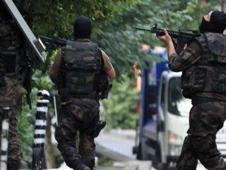 Terör operasyonunda öğretmenler gözaltında