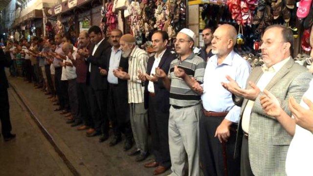 AK Parti ve HDP Adayları, Esnafla Birlikte Bereket Duası Etti