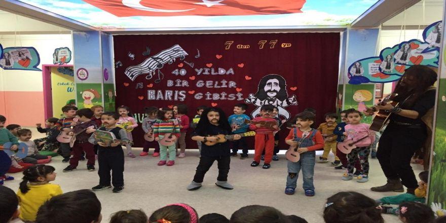 Anaokulu öğrencileri Barış Manço'yu andı