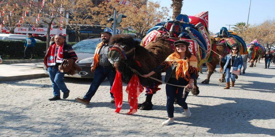 Festival öncesi davul zurna ile meydana indiler