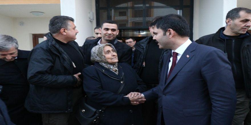 """Şehit annesi: """"Allah benim ömrümden alsın Cumhurbaşkanımıza versin"""""""
