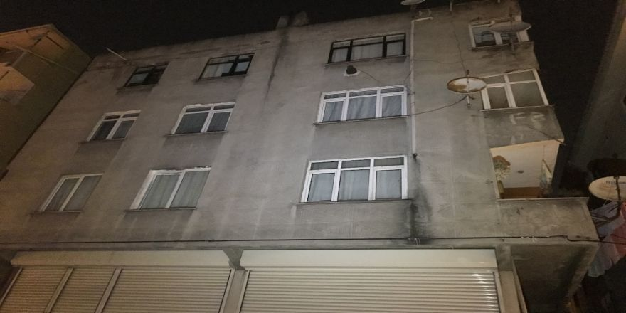 Çatlakların oluştuğu bina tahliye edildi