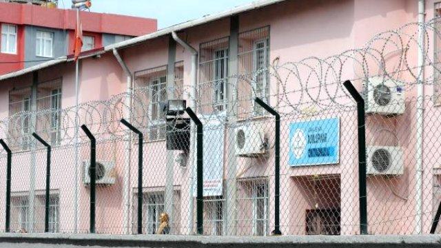 Okul Duvarı Jiletli Telle Çevrilince, Hapishaneye Döndü