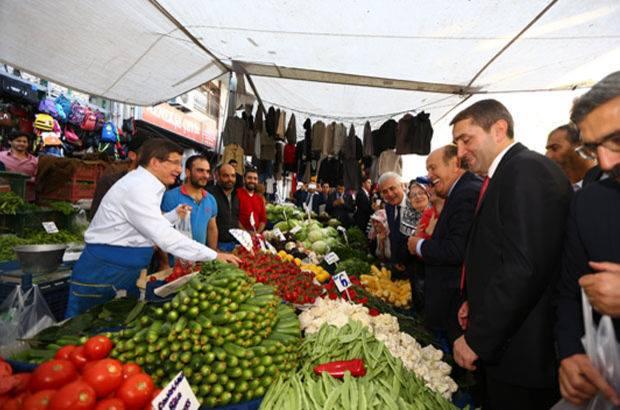 Başbakan Davutoğlu pazarda kırdı geçirdi