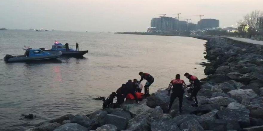 Fatih'te denize düşen genç boğuldu